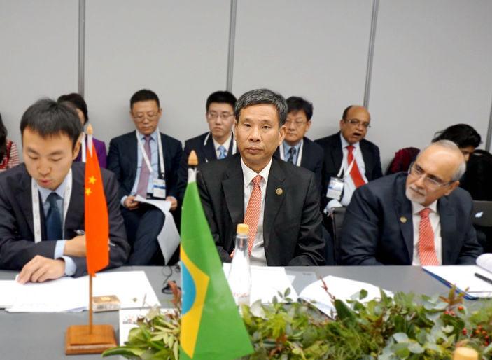 刘昆部长出席金砖国家财长和央行行长会议